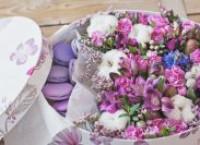 Какие подарить цветы в коробке?