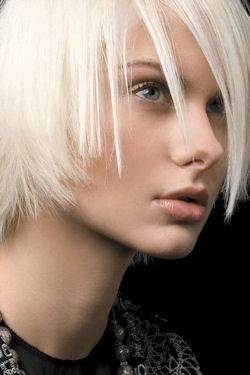 Белый цвет волос кому идет