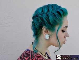 волосы цвета морской волны