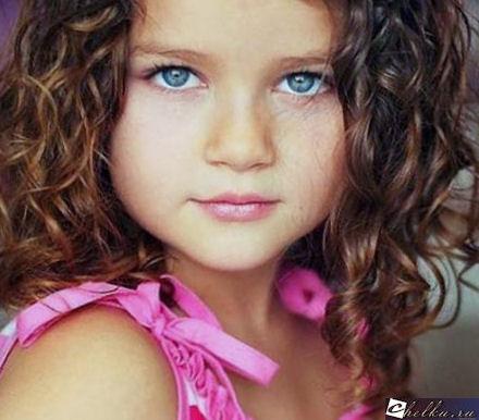 осенняя прическа для девочки,прическа на осенний бал на средние волосы